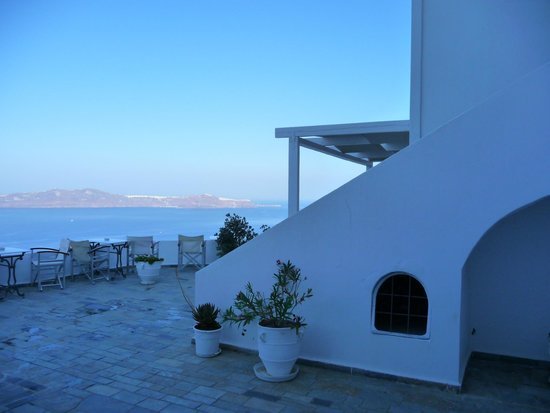 Loucas Hotel : Each few rooms have their own terrace.