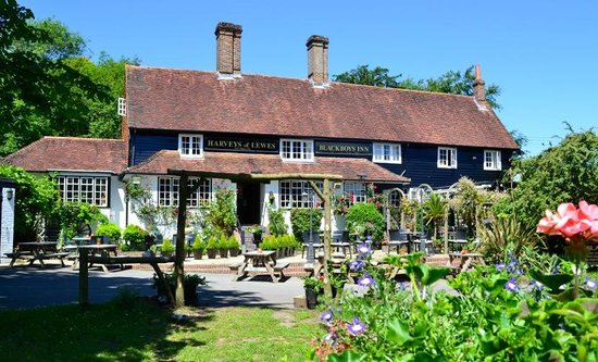 Blackboys Inn: Perfect for alfresco dining on a beautiful summers day!
