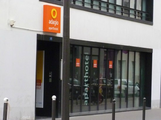 Adagio Access Paris Bastille: Front door/Entrance