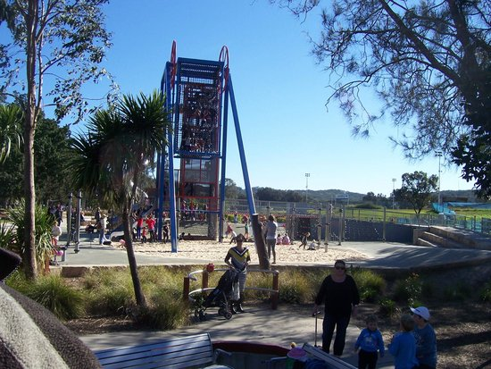 Speers Point Park: Netted Climbing Tower with slide.