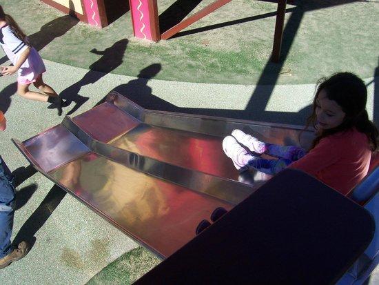 Speers Point Park: Little Kiddy Slide