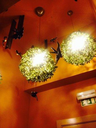 Lisbon Short Stay Apartments Baixa : Birds on the ceiling!