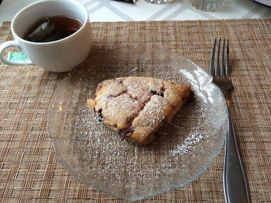 Glen Oaks Inn : Fresh hot white chocolate raspberry scones!!!