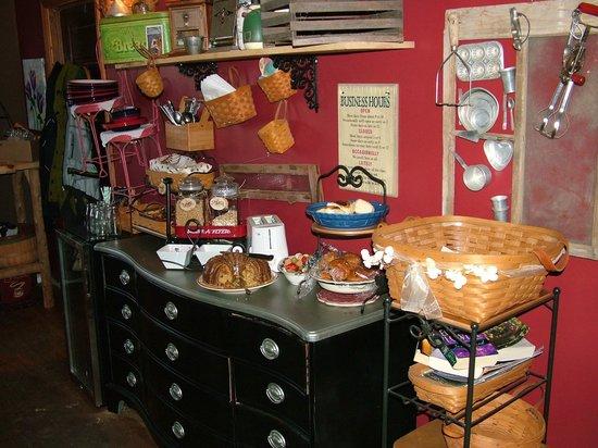 Hilltop cabins: ....Bodacious Breakfast