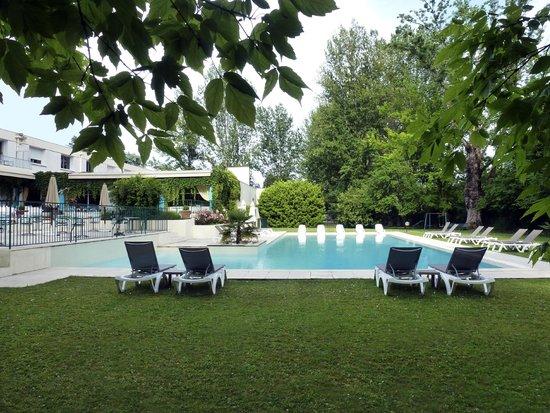 La Segaliere : Parc et piscine
