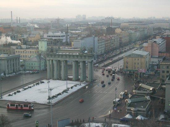 Holiday Inn St. Petersburg Moskovskiye Vorota: ホテルの前に、凱旋門が建っていました