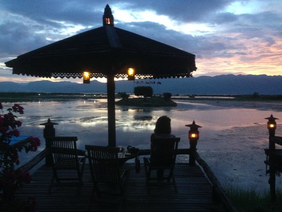 Inle Resort & Spa : View at sunset