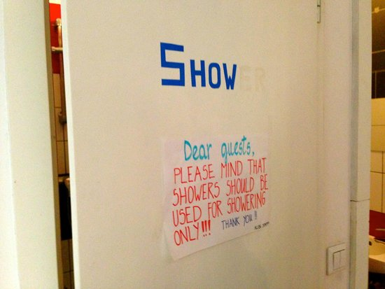 AdHoc Hostel: shower