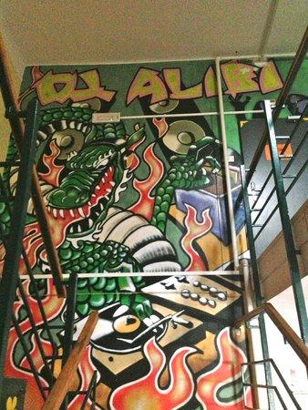 AdHoc Hostel: walls