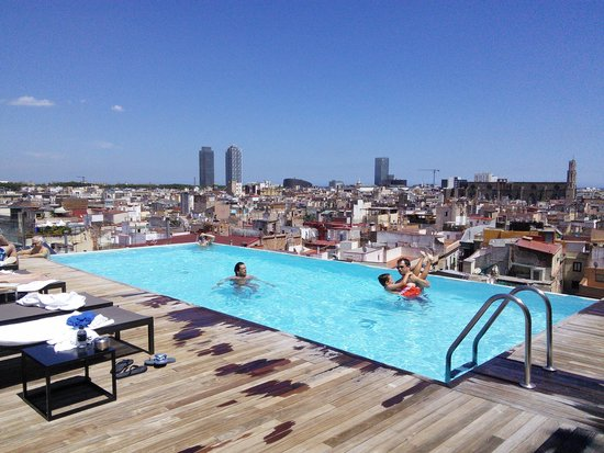 Grand Hotel Central: rooftop pool