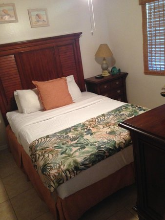 Ocean Pointe Suites at Key Largo: second room