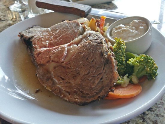 Courtyard Kaua'i at Coconut Beach: Prime rib (medium)