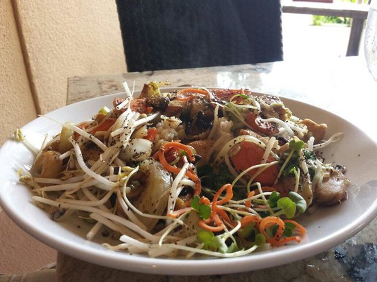 Courtyard Kaua'i at Coconut Beach: Stir fry