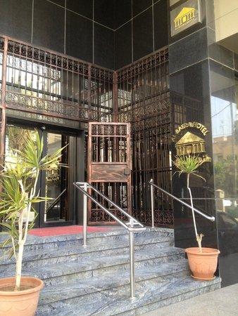 Al Batra Hotel: Entrada principal