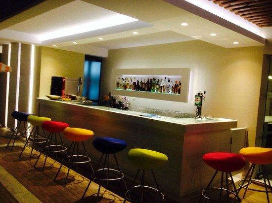 Smartline Philippion Hotel: И снова бар у бассейна