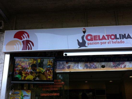 Heladeria Cafeteria Gelatolina : Televisión en la terraza para los aficionados al fútbol