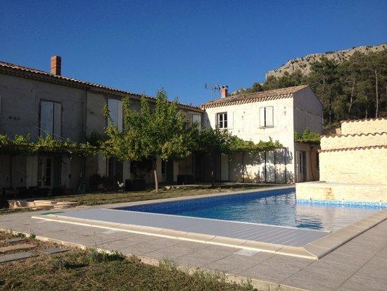 Domaine de la Ramade : Pool area