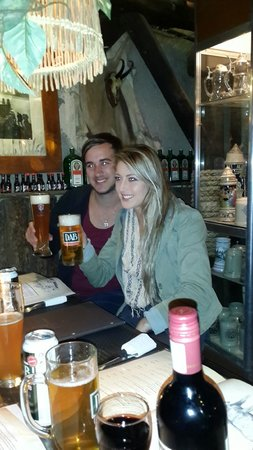 Joe's Beer House: Matthew and Suné, doing some Beer Tasting.