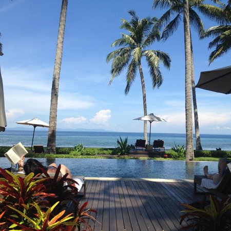 The Chandi Boutique Resort: Kolam Renang Pinggir Pantai