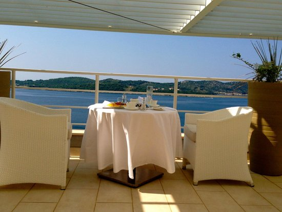 Sun Gardens Dubrovnik: breakfast on rooftop- expensive