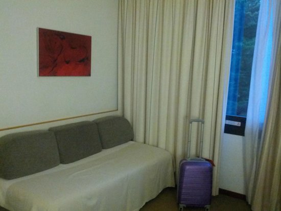 Girona Aeropuerto: диван для детей