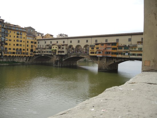 Hotel Benivieni: The Bridge over Arno River. Warning guys, shopping area.