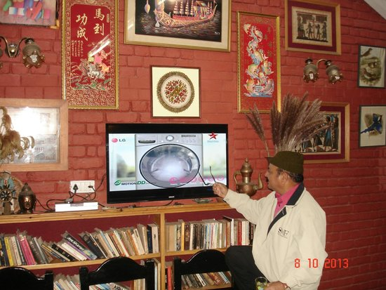 Mystic Mukteshwar Lodge: MADAM's collection of souvenairs from around the world