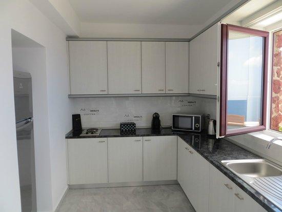 Anastasis Apartments: Kitchen