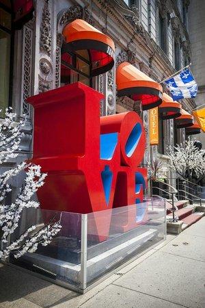 LHotel: Robert Indiana LoVe Sculpture