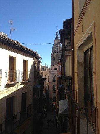 Hostal La Posada de Zocodover: Vista de la Catedral desde nuestro balcón