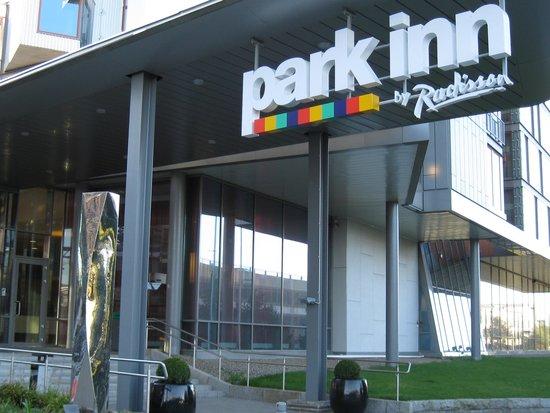 Park Inn by Radisson Oslo Airport : ホテル外観