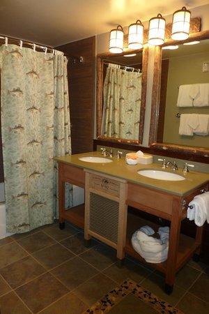 Disney's Port Orleans Resort - Riverside: Standard room bathroom