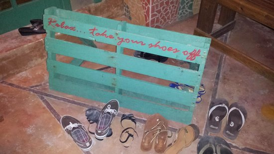 Vintage Pearl Restaurant and Wine Cellar: Relax...take your shoes off