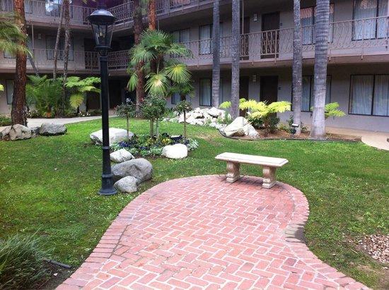 Park Inn by Radisson Covina: Внутренний дворик.