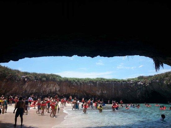 Islas Marietas: So no, not paradise...