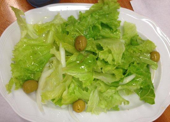 Barásoain, España: salade en accompagnement