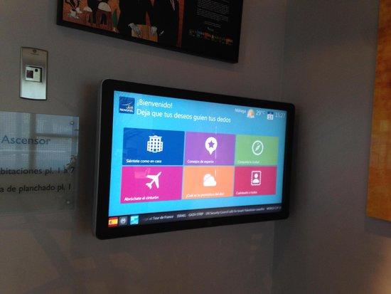 Novotel Suites Malaga Centro: Pantalla táctil con información de la zona