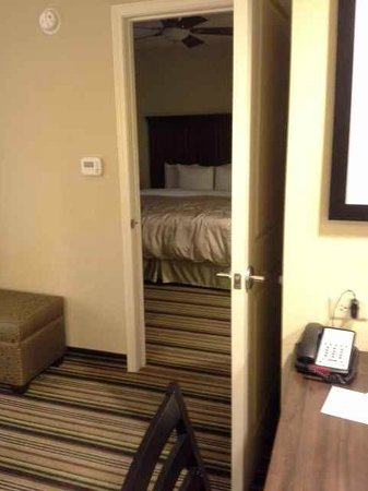 Homewood Suites by Hilton Charlotte Airport: Bedroom is separate