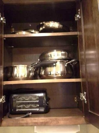 Homewood Suites by Hilton Charlotte Airport : Pots and pans