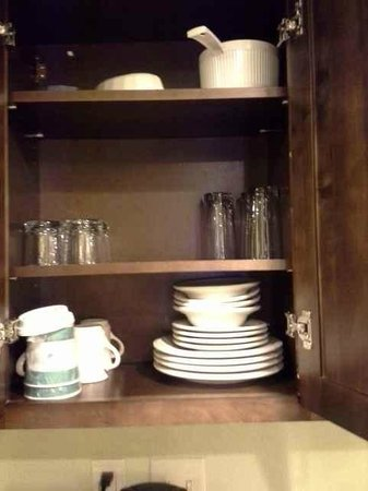 Homewood Suites by Hilton Charlotte Airport : Dishes