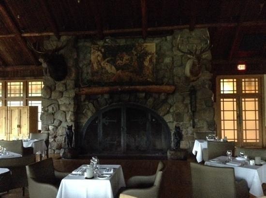 Bear Mountain Inn : the dining room