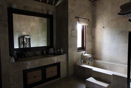 Barong Resort and Spa: Salle de bain