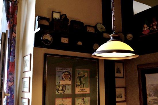 Restaurace Pod Viktorkou : Коллекция вольтметров
