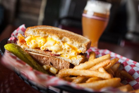 Mustang Lounge : Bacon Mac 'n Cheese Grilled Cheese!