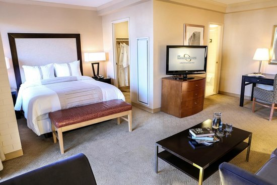 One Washington Circle Hotel: A Standard Suite
