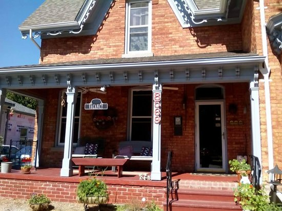 Lake Street Manor Bed & Breakfast