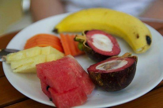Vieng Mantra Hotel : Fruits Petit Dej