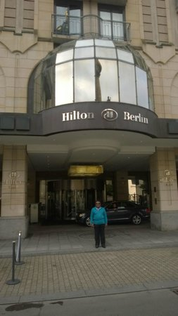 Hilton Berlin: FRONT OF THE HOTEL
