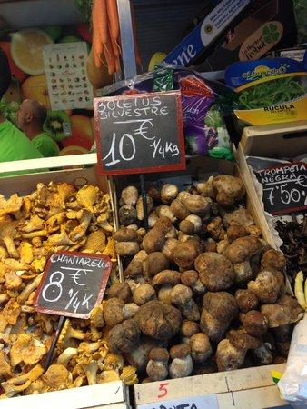 Mercado Central de Atarazanas: Boletus y setas varias