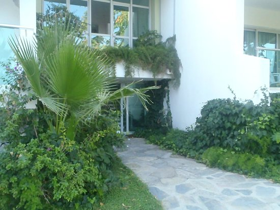Pine Bay Holiday Resort: Entry to the room section